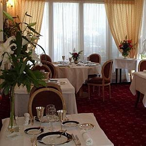 Auvergne-Allier-Moulins-Restaurant-Les-Cours